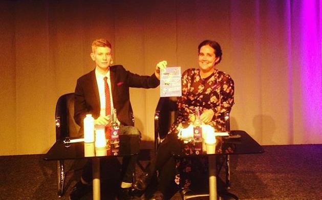 Anja Gatu leder samtal med Moa Svan om fotboll och feminism på Bokmässan 2015